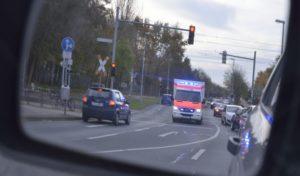Manchmal überraschend und erst spät im Rückspiegel zu sehen: Einsatzfahrzeuge. © DEGENER