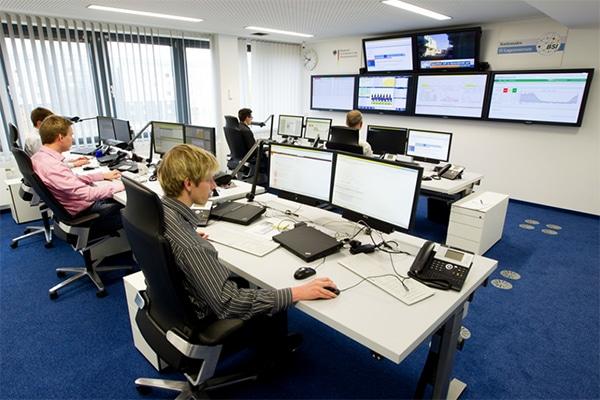 Das Nationale IT-Lagezentrum im BSI erforscht die Schadsoftware. Quelle: Bundesamt für Sicherheit in der Informationstechnik